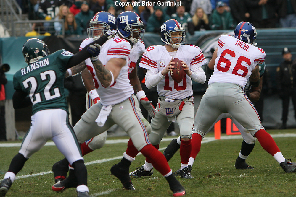 PHILADELPHIA - DECEMBER 9: Eli Manning #10 of the New York Giants looks midfield for a receiver during the game against the Philadelphia Eagles on December 9, 2007 at Lincoln Financial Field in Philadelphia, Pennsylvania. The Giants won 16-13.