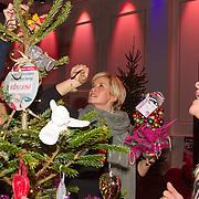 NLD/Hilversum/20151207- Sky Radio's Christmas Tree for Charity, Manuela Kemp en Anouk Smulders