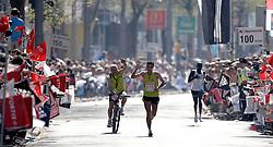 15-04-2007 ATLETIEK: FORTIS MARATHON: ROTTERDAM<br /> In Rotterdam werd zondag de 27e editie van de Marathon gehouden. De marathon werd rond de klok van 2 stilgelegd wegens de hitte en het grote aantal uitvallers / Koen Raymaekers (2.19.44) 2e Nederlander. <br /> <br /> ©2007-WWW.FOTOHOOGENDOORN.NL