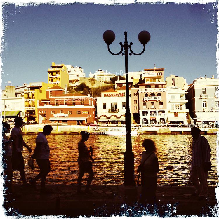 Kreta,Agios Nicolaos , 23 juli 2013.<br /> Een straatje in het kustplaatsje Agios Nicolaos in het Noord Oosten van Kreta.<br /> Summer holiday on the Greek island of Crete. Streetview. The port.