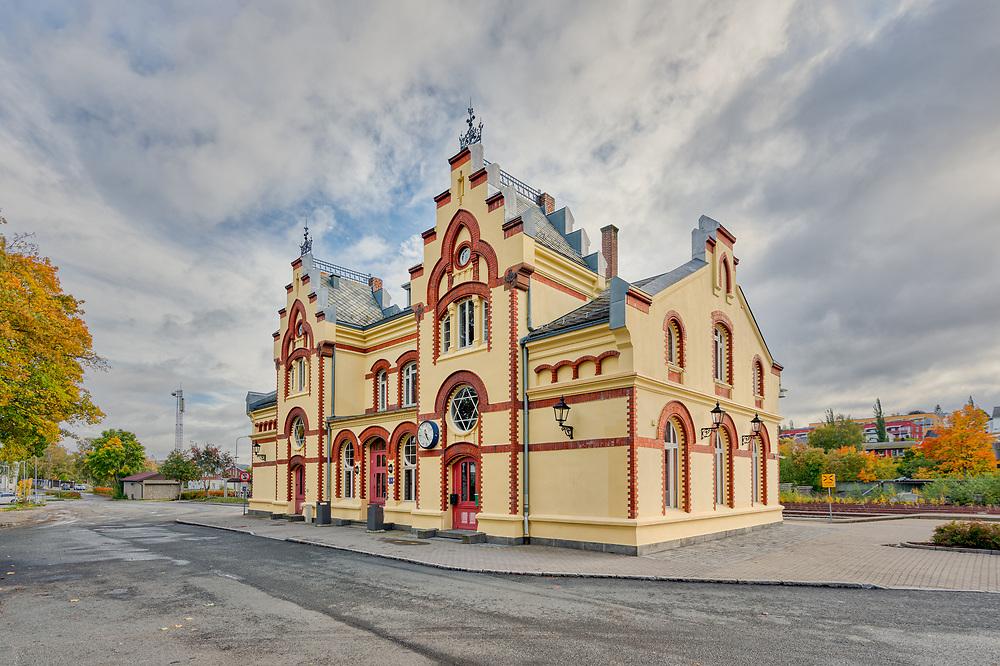 Levanger stasjon er en stasjon som ligger til Nordlandsbanen i Trøndelag, åpnet i 1902. Stasjonsbygningen er tegnet av Paul Due.