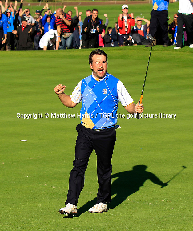 Graeme MCDOWELL (EUR) celebrates making crucial birdie at 16th during Session_Four_Singles,Ryder Cup Matches,Celtic Manor Twenty Ten Course, Newport, Gwent,Wales.