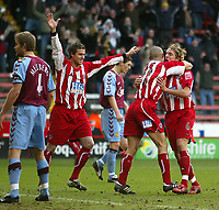 Fotball<br /> FA Cup England 2004/2005<br /> 3. runde<br /> 08.01.2005<br /> Foto: SBI/Digitalsport<br /> NORWAY ONLY<br /> <br /> Sheffield United v Aston Villa<br /> <br /> Sheffield's Danny Cullip is celebrates his goal with team mates Phil jagielka and Andy Gray (left)