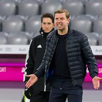 21.11.2020, Allianz Arena, Muenchen, GER,  FC Bayern Muenchen SV Werder Bremen <br /> <br /> <br />  im Bild Florian Kohfeldt (Cheftrainer SV Werder Bremen) erhaelt eine gelbe karte und ist sauer<br /> <br /> <br /> <br /> Foto © nordphoto / Straubmeier / Pool/ <br /> <br /> DFL regulations prohibit any use of photographs as image sequences and / or quasi-video.