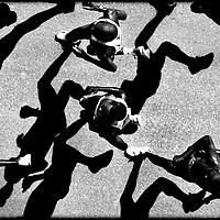 Nederland, Rotterdam, 13 april 2003.<br /> Atletiek, Marathon Rotterdam.<br /> In het midden de winnaar William Kiplagat uit Kenia met als eindtijd 2:07:42.<br /> Foto:Klaas Jan van der Weij.