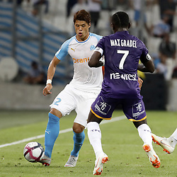 2018?8?10?.    ????????——???????????.    8?10????????????????????????????????.    ????2018-2019??????????????????????4?0??????.    ????????·????...(SP)FRNACE-PARIS-FOOTBALL-LIGUE 1-MARSEILLE VS TOULOUSE..(180810) -- MARSEILLE, Aug. 10, 2018  Hiroki Sakai (L) of Marseille vies with Max-Alain Gradel of Toulouse during their match of French Ligue 1 2018-19 season 1st round in Marseille, France on Aug. 10, 2018. Marseille won 4-0 at home.  49738 (Credit Image: © Fabien Galau/Xinhua via ZUMA Wire)