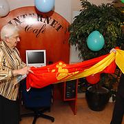 Opening internetcafe bejaardentehuis de Marke Huizen