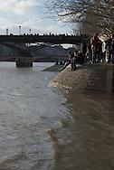 France. Paris. 1st district. the quay du Louvre on  the seine river /   le quai du Louvre au bord de la Seine
