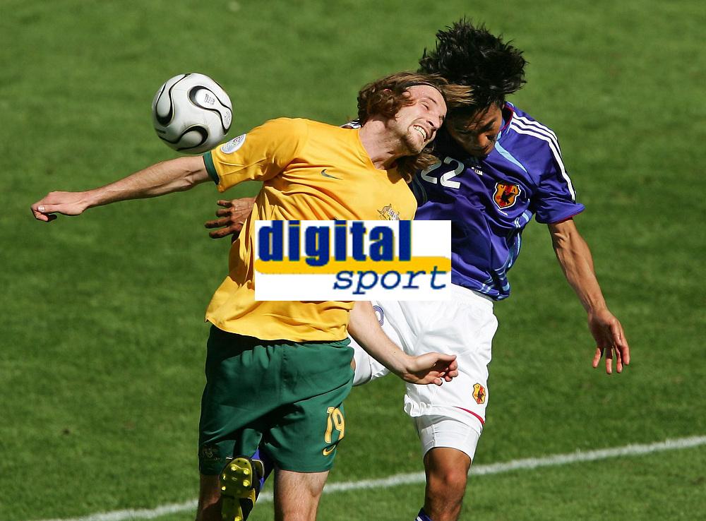 v.l. Joshua Kennedy, Yuji Nakazawa Japan<br /> Fussball WM 2006 Australien - Japan<br /> Fotball VM<br /> Australia<br /> Norway only