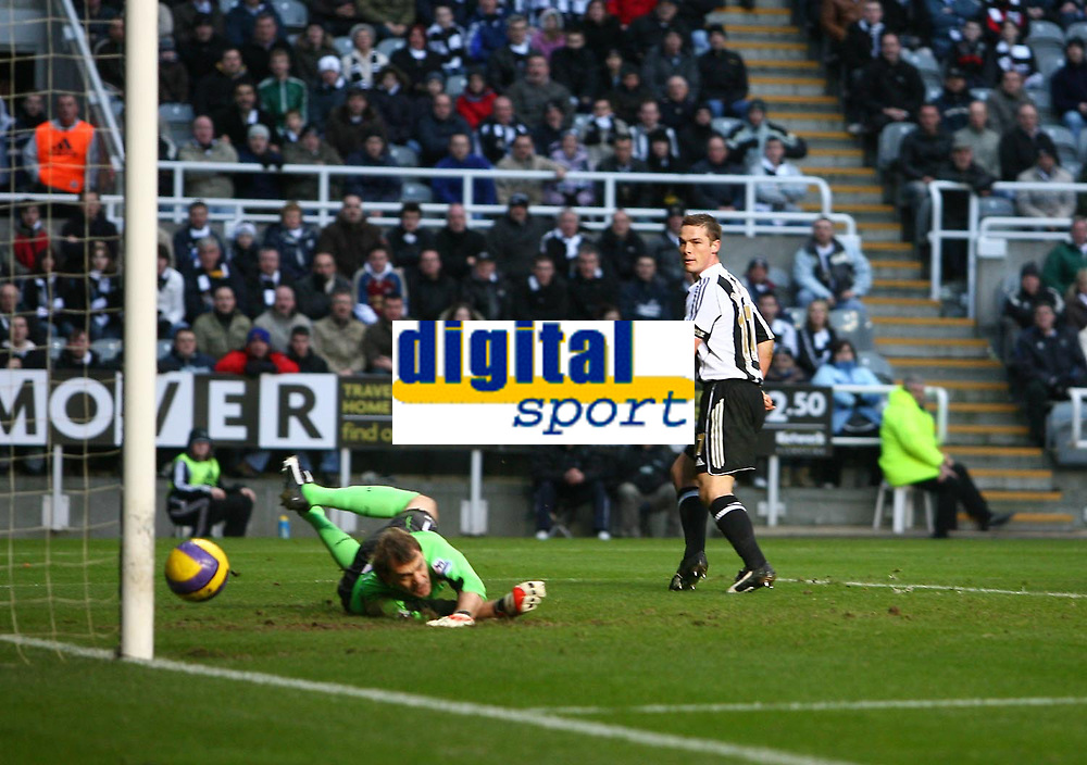 Photo: Andrew Unwin.<br /> Newcastle United v West Ham United. The Barclays Premiership. 20/01/2007.<br /> West Ham's Roy Carroll (L) and Newcastle's Scott Parker (R) watch as James Milner's shot goes into the goal.