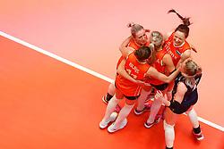 20180531 NED: Volleyball Nations League Netherlands - Brazil, Apeldoorn<br />Team Netherlands celebrate a point<br />©2018-FotoHoogendoorn.nl