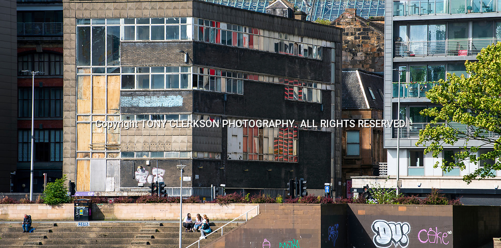 People enjoy the sun in Glasgow late summer