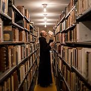 The library of Solesmes abbey has around 200000 books. 08-01-16<br /> La bibliothèque de l'abbaye de Solesmes compte environs 200000 ouvrages. 08-01-16