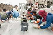 Miners sift sand in seach of tin in an illegal tin mine in Reboh, Bangka, Indonesia. The island is devastated by this deadly tin rush, a direct consequence of the success of smartphones and tablets like iPhones and iPads from Apple or Samsung. The demand for tin has increased due to its use in smart phones and tablets.<br /> <br /> Des mineurs tamisent du sable dans une Mine d'étain illégale à Reboh.  L'île de Bangka (Indonésie) est dévastée par des mines d'étain sauvages, une conséquence directe du succès des smartphones et tablettes comme les iPhones et les iPads d'Apple ou Samsung. La demande de l'étain a explosé à cause de son utilisation dans les smartphones et tablettes
