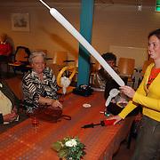 Koninginnedag 2003 Huizen, ouderenmiddag Visnet, ballonnen