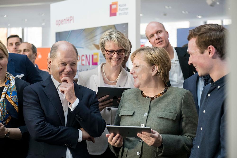 14 NOV 2018, POTSDAM/GERMANY:<br /> Olaf Scholz (L), SPD, Bundesfinanzminister, Anja Karliczek (M), MdB, CDU, Bundesministerin fuer Bildung und Forschung, Angela Merkel (R), CDU, Bundeskanzlerin, mit einem iPad, waehrend einer Praesentation des HPI im Rahmen der Klausurtagung des Bundeskabinetts, Hasso Plattner Institut (HPI), Potsdam-Babelsberg<br /> IMAGE: 20181114-01-097<br /> KEYWORDS; Kabinett, Klausur, Tagung, freundlich, fröhlich, froehlich