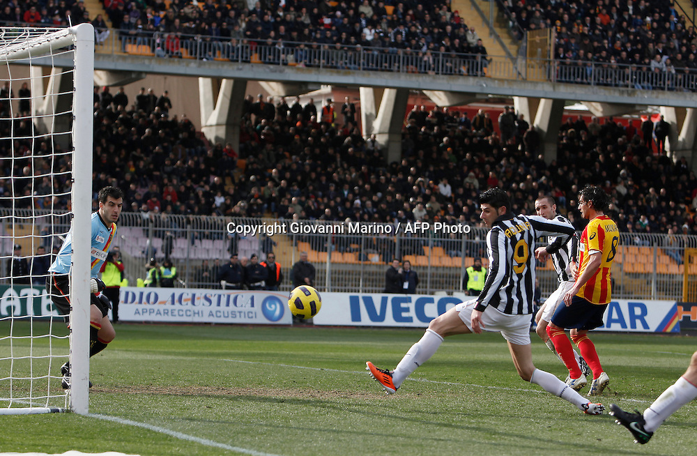 ITALY, Lecce :Matri J Rosati L during the Serie A match between Lecce and Juventus at Stadio Via del Mare in Lecce on February 20, 2011. .AFP PHOTO / GIOVANNI MARINO