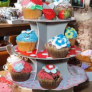 NLD/Elst/20120419 - Yvon Jaspers lanceert servieslijn, cupcakes