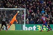 James McArthur of Crystal Palace (18) takes a shot at goal which flies over the bar. Premier League match, Crystal Palace v Newcastle Utd at Selhurst Park in London on Sunday 4th February 2018. pic by Steffan Bowen, Andrew Orchard sports photography.