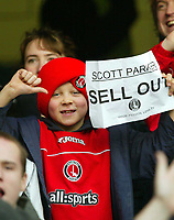 Photo: Scott Heavey.<br /> Chelsea v Charlton Athletic. FA Barclaycard Premiership. 08/02/2004.<br /> A young Charlton fan shows his thoughts on the recent transfer