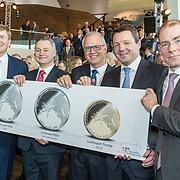 NLD/Amsterdam/20190314  - Koning bij viering 100 jaar Luchtvaart  in Nederland, Menno Snel en John Pritchard, Koning Willem Alexander en Pieter Elbers