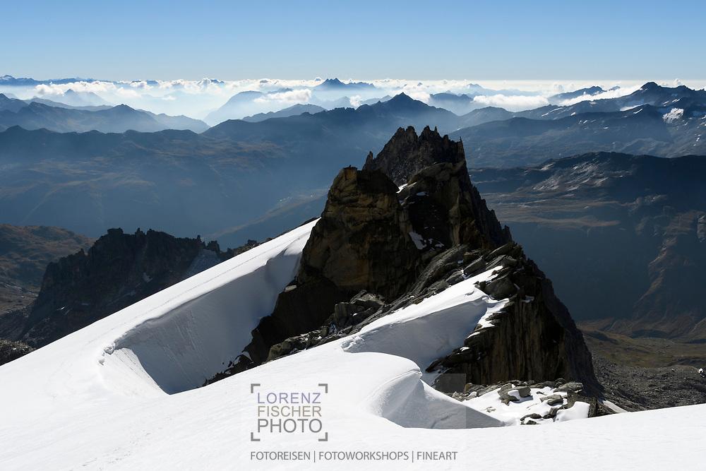 Das Gross Bielenhorn und die Lepontischen Alpen bei der Oberen Bielenlücke, Furka, Uri, Schweiz<br /> <br /> The Gross Bielenhorn and the Lepontine Alps at the Obere Bielenlücke, Furka, Uri, Switzerland