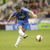 Photo: Aidan Ellis.<br /> Sheffield United v Chelsea. The Barclays Premiership. 28/10/2006.<br /> Chelsea's Frank Lampard scores the first goal from a free kick