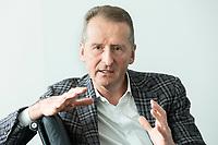 30 MAR 2020, WOLFSBURG/GERMANY:<br /> Herbert Diess, Vorstandsvorsitzender Volkswagen AG, nach einem Interview, VW Konzernzentrale<br /> IMAGE: 20200330-01-063