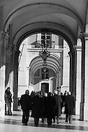Portugal. under the arches of Praca do commercio. / Sous les arcades le la place du commerce . Lisbonne