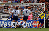 Photo: AF Wrofoto/Sportsbeat Images.<br />England v Ecuador. 2nd Round, FIFA World Cup 2006. 25/06/2006.<br />Ecuador's Carlos Tenorio (R) hits the bar.