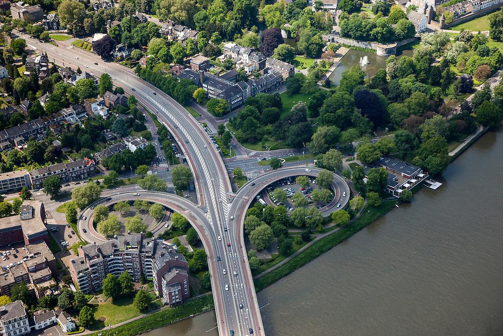 Nederland, Limburg, Gemeente Maastricht, 27-05-2013; <br /> De verkeersbrug John F. Kennedybrug (N278) over de rivier de Maas, de linkeroever met het Stadspark en de stadsmuur is rechtsboven te zien.<br /> The road bridge John F. Kennedy Bridge (N278) over the river Maas (Meuse). Next to it the public park en the town walls (top right) <br /> luchtfoto (toeslag op standaardtarieven);<br /> aerial photo (additional fee required);<br /> copyright foto/photo Siebe Swart.