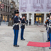 NLD/Amsterdam/20190115 - Koninklijke nieuwjaarsontvangst Nederlandse genodigden, Koninklijke marrechausee lost elkaar af