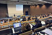 Nederland, Nijmegen, 24-2-2011Studenten volgen college in een collegezaal aan de Radboud universiteit. Sommigen werken met een laptop computer.Foto: Flip Franssen/Hollandse Hoogte