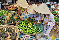Vietnam. Hué. Marché de  Dong Ba. // Vietnam. Hué. Dong Ba market.