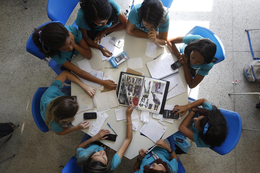 Belo Horizonte_MG, Brasil.<br /> <br /> PlugMinas (Centro de Formacao e Experimentacao Digital). Atividades do NEJ - Nucleo de Empreendedorismo Juvenil.<br /> <br /> PlugMinas (Digital Training and Experimentation Center). Activities of the NEJ - Youth Entrepreneurship Center.<br /> <br /> Foto: LEO DRUMOND / NITRO