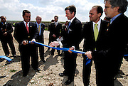 Manuel Pinho, Economy Minister of Portugal and GE Kevin Walsh dedicate Serpa's power plant.