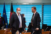 DEU, Deutschland, Germany, Berlin, 04.08.2021: Kanzleramtsminister Helge Braun (CDU) und Innen-Staatssekretär Stephan Mayer (CSU) vor Beginn der 152. Kabinettsitzung im Bundeskanzleramt.