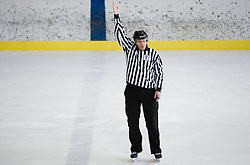 Znak za odlozeno kazen. Delayed penalty. Slovenski hokejski sodnik Damir Rakovic predstavlja sodniske znake. Na Bledu, 15. marec 2009. (Photo by Vid Ponikvar / Sportida)