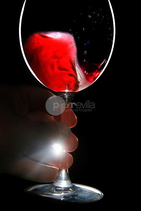 Cata de vino. La Rioja ©Daniel Acevedo / PILAR REVILLA