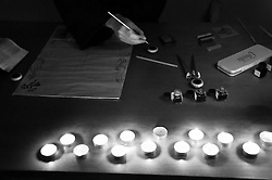 Natale in contea 2010 - Castro - Lecce - 25 dicembre 2010 - Natale in contea è la rappresentazione medievale del presepe vivente che Castro propone ogni anno. Si tratta di una rappresentazione ospitata nel borgon antico della cittadina dove i mestieri di un tempo (ma spesso sono gli stessi che ancora oggi caratterizzano la terra salentina) prendono vita nelle mani degli artigiani. La manifestazione è organizzata dal Comune di Castro in collaborazione con l'Associazione Castro Medievale. Tutto il centro storico di Castro viene animato da personaggi e costumi del tempo e in ciascun edificio viene ricreata la vita quotidiana che in esso si svolgeva.