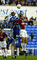 Fotball<br /> 2004/2005<br /> Foto: SBI/Digitalsport<br /> NORWAY ONLY<br /> <br /> Reading v Burnley<br /> The League Championship. 02/10/2004<br /> <br /> Ibrahima Sonko of Reading goes up for an aerial ball with Graham Branch of Burnley