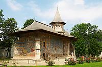 Roumanie, région de la Bucovine, monastère orthodoxe de Voronet, patrimoine mondial de l'UNESCO. // Romania, Bucovine, The Church of St. George at Voronet Monastery.