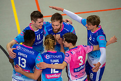 21-04-2018 NED: Coniche Topvolleybal Zwolle - TT Papendal, Zwolle<br /> Round 17 of Eredivisie - Talenteam win 3-0 / Bert Bril #11 of Zwolle, Jelle Hilarius #5 of Zwolle, Jens de Hoogh #8 of Zwolle