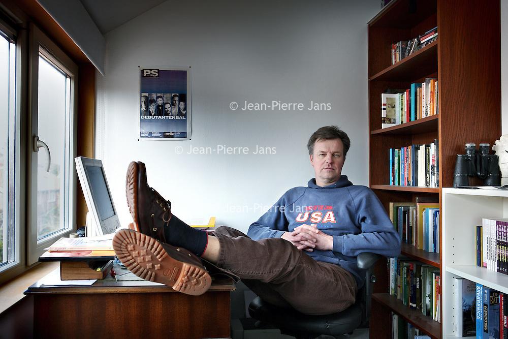 Nederland, Haarlem , 2 maart 2010..Frans van Deijl (1957) werkt ruim een kwart eeuw in de journalistiek, thans als redacteur bij HP/De Tijd. In 2003 verscheen van hem De Plek, Oosterbeek 1944, een verhaal vanaf het voormalige slagveld van de roemruchte Slag om Arnhem. Voorjaar 2005 verscheen bij Contact Dagboek van een werkloze, over Van Deijls ervaringen bij Het Parool. Oorlogshonger is zijn literaire debuut..Foto:Jean-Pierre Jans