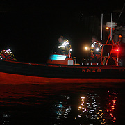 NLD/Huizen/20080203 - Persoon te water bij zijn boot, zoekactie politie en brandweer, boot reddingsbrigade
