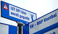 AMSTELVEEN - HIER WORDT GEGOLFD , bordje op de wegwijzer bij AMVJ. Golfclub AMVJ, een omnisportvereniging met korte holes. COPYRIGHT KOEN SUYK