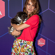 NLD/Amsterdam/20190613 - Inloop uitreiking De Beste Social Awards 2019, Lize Korpershoek met haar poes