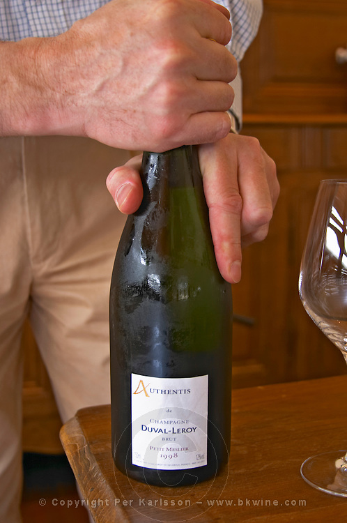 Herve Jestin, oenologist and chief winemaker opening a bottle from the range Authentis: A single grape variety champagne from the very unusual variety Petit Meslier, Brut Millesime vintage 1998 Champagne Duval Leroy, Vertus, Cotes des Blancs, Champagne, Marne, Ardennes, France