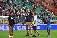 Dejan Stankovic saluta il pubblico <br /> Dejan Stankovic waves the supporters as he announced his retirement <br /> Milano 25/8/2013 Stadio Giuseppe Meazza <br /> Football Calcio Serie A<br /> Inter - Genoa <br /> Foto Andrea Staccioli Insidefoto