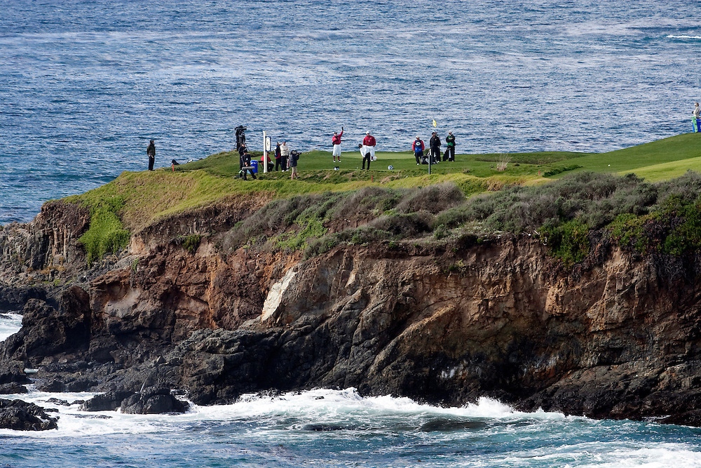 Players tee it up on the 8th tee at Pebble Beach Golf Links during the 2009 AT&T Pebble Beach Pro Am